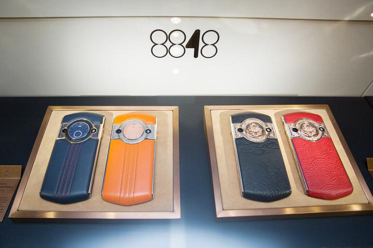 8848手机登顶世界奢侈品顶级舞台,中国智造闪耀巴塞尔表展